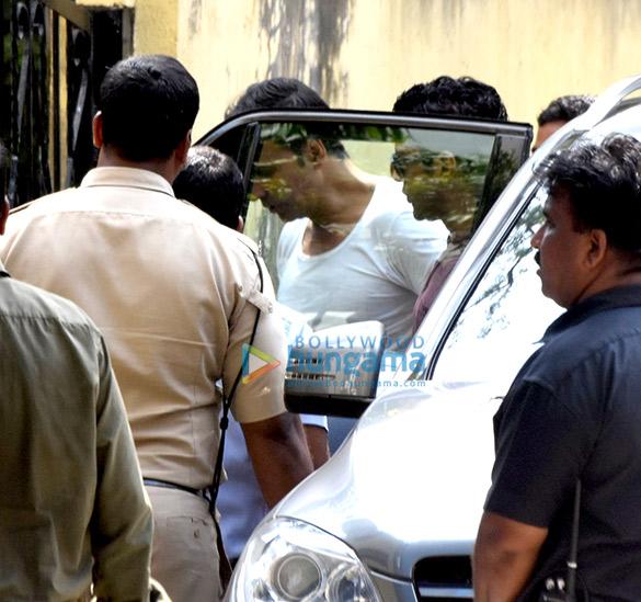 अक्षय कुमार ने बांद्रा में 'पैडमैन' के सेट पर फरहान अख्तर और रितेश सिधवानी से मुलाकात की