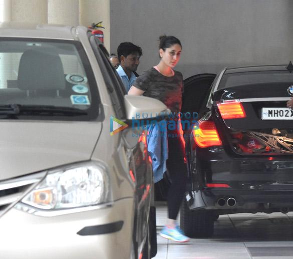 करीना कपूर खान और उनके बेटे तैमुर अली खान ने उनकी मां बबिता कपूर के घर पर आए नजर