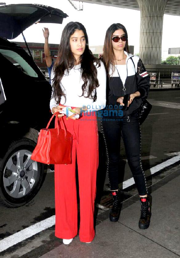 जाह्नवी कपूर और उनकी बहन खुशी कपूर हवाई अड्डे पर आईं नजर