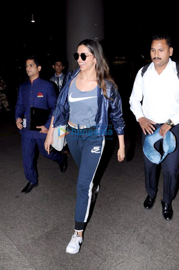 दीपिका पादुकोण और सनी लियोन हवाई अड्डे पर आईं नजर