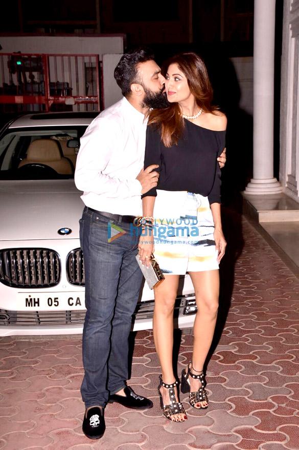 शिल्पा शेट्टी और राज कुंद्रा अपनी शादी की सालगिरह पर आए नजर