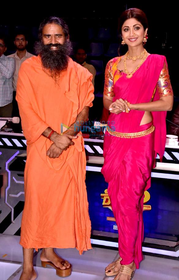 'सुपर डांसर 2' के सेट पर शिल्पा शेट्टी और बाबा रामदेव