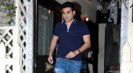 बांद्रा में स्मोक हाउस में अरबाज खान अपने दोस्तों के साथ आए नजर