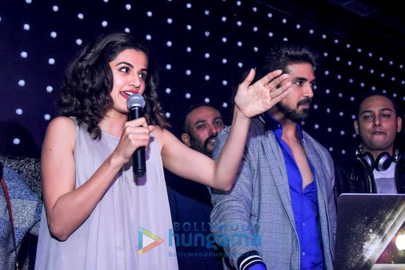 थिएटेर क्लब एंड लाउंज में तापसी पन्नू और साकिब सलीम ने अपनी फ़िल्म  'दिल जंगली है' को प्रमोट किया