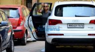 करीना कपूर खान और अमृता अरोड़ा बांद्रा में जिम के बाहर आईं नजर