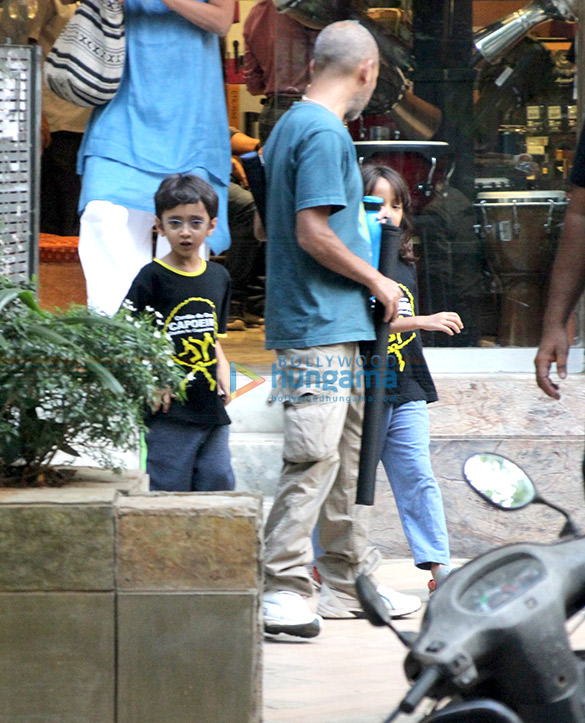 आमिर खान और किरण राव के बेटे आजाद राव खान बांद्रा में आए नजर