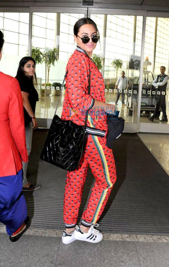 सोनाक्षी सिन्हा, डायना पेंटी और अन्य हवाईअड्डे पर आईं नजर