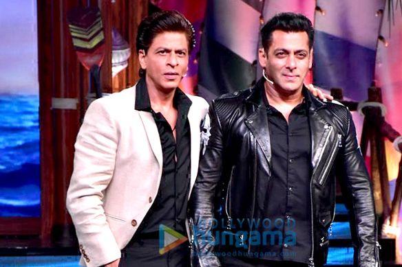 सलमान खान और शाहरुख खान बिग बॉस 12 के सेट पर मस्ती करते हुए नजर आए