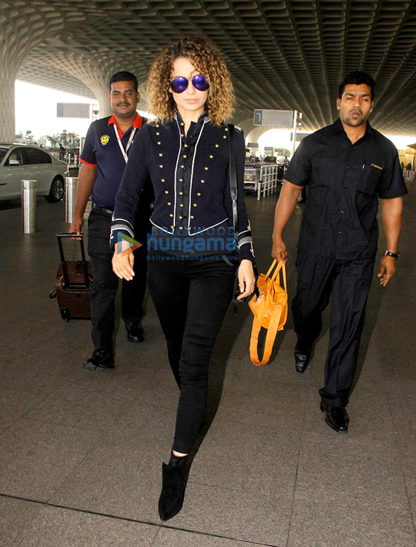 आलिया भट्ट, कीर्ति सेनॉन, सोनम कपूर और कंगना रानौत हवाई अड्डे पर आईं नजर