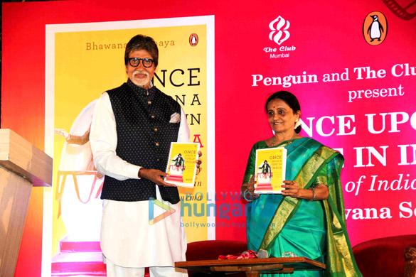 भावना सौमैया की किताब 'वंस अपॉन ए टाइम इन इंडिया' का अनावरण करते अमिताभ बच्चन
