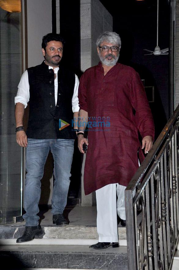 सुशांत सिंह राजपूत की बर्थ डे पार्टी की शोभा बढ़ातीं कृति सैनॉन, हुमा कुरैशी, संजय लीला भंसाली और अन्य