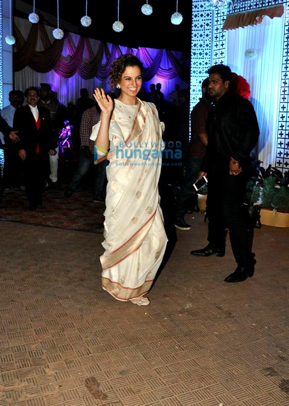 कंगना रानौत जुहू में एक दोस्त की शादी में नजर आईं
