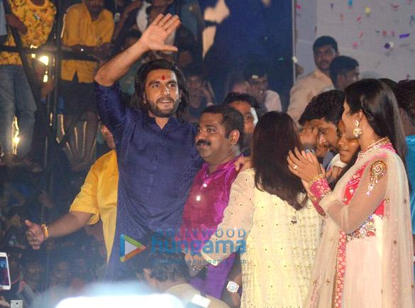 रणवीर सिंह ने मुंबई में दहीहंडी समारोह की शोभा बढ़ाई
