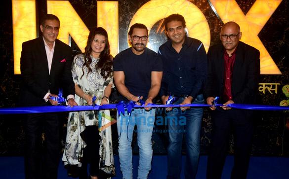 आनॉक्स इन्सिग्नीअ को लॉंच करते आमिर खान