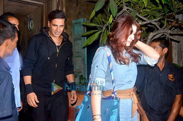 अक्षय कुमार और ट्विंकल खन्ना  पाली भुवन में डिनर के बाद आए नजर