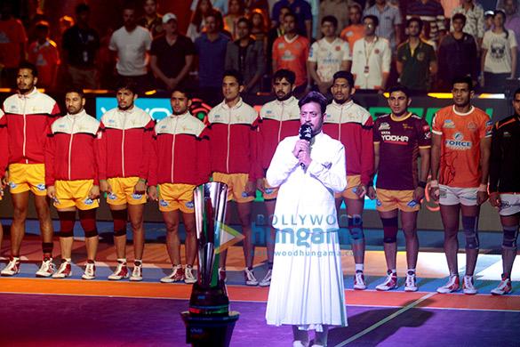 'वीवो प्रो कबड्डी सीजन 5' पर राष्ट्रीय गान गाते इरफ़ान खान
