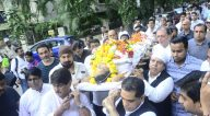 अभिषेक बच्चन नीरज वोरा के अंतिम संस्कार में शामिल होते हुए