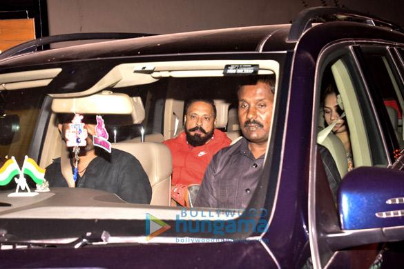 वरुण धवन, बनिता संधु और अन्य ने 'अक्टूबर'  की स्पेशल स्क्रीनिंग की शोभा बढ़ाई