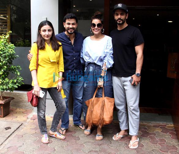 नेहा धूपिया, अंगद बेदी, सोहा अली खान और कुणाल खेमू मुंबई में आए नजर