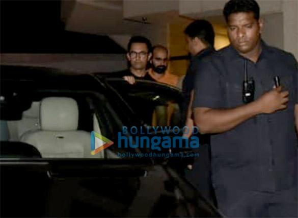 आमिर खान बांद्रा में डबिंग स्टूडियो के बाहर आए नजर