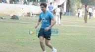 इब्राहिम खान बांद्रा में क्रिकेट खेलते हुए नजर आए