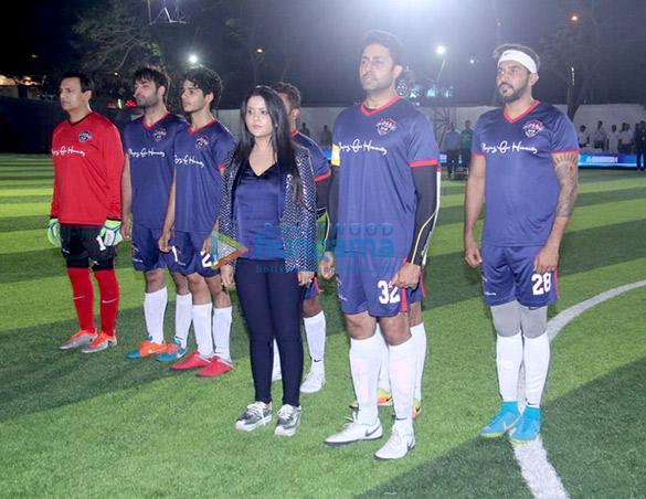 अभिषेक बच्चन, ईशान खट्टर और अन्य लोग जमनाबाई नरसी स्कूल में फुटबॉल मैच के दौरान नजर आए