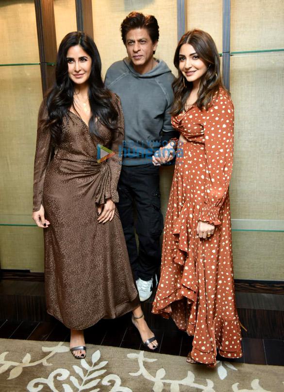 शाहरुख खान, अनुष्का शर्मा और कैटरीना कैफ़ दिल्ली में जीरो को प्रमोट करते हुए नजर आए
