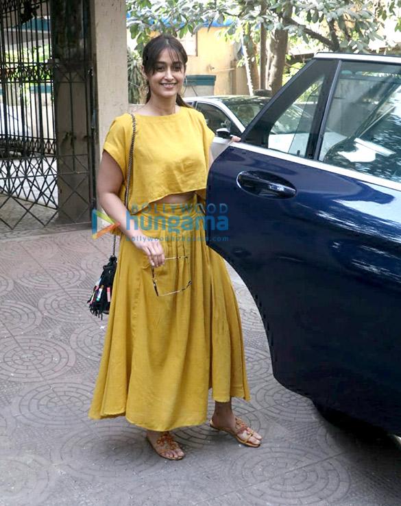 इलियाना डिक्रूज बांद्रा में एक क्लिनिक में स्पॉट हुईं