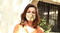 Photos: सोनाली बेंद्रे बांद्रा सैलॉन में नजर आईं