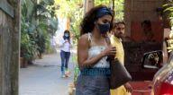 Photos: तापसी पन्नू बांद्रा में राकेश ओम प्रकाश मेहरा के ऑफ़िस के बाहर नजर आईं