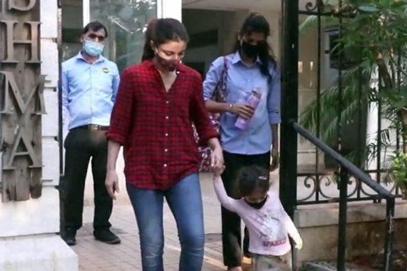 सोहा अली खान अपनी बेटी के साथ बांद्रा में स्पॉट हुईं