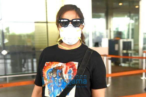 Photos: ॠचा चड्ढा एयरपोर्ट पर नजर आईं