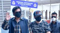 Photos: शत्रुघ्न सिन्हा, पूनम सिन्हा और लव सिन्हा दादर टीकाकरण केंद्र में नजर आए