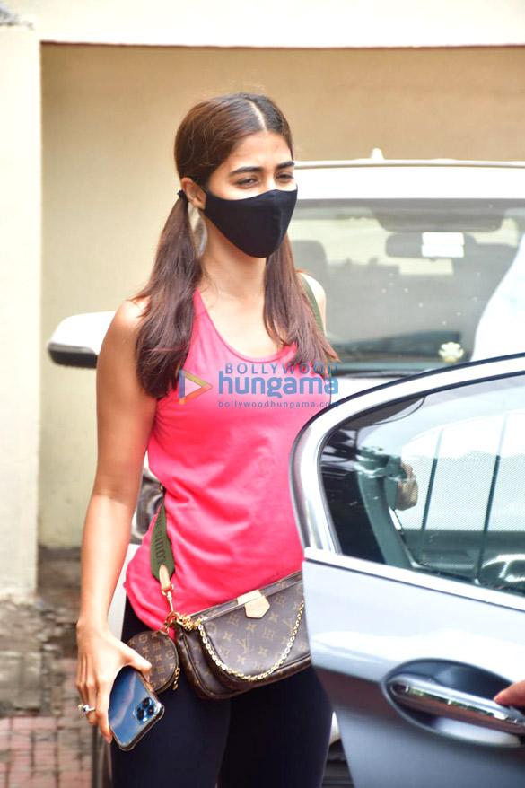 photos: पूजा हेगड़े pilates क्लास में नजर आईं