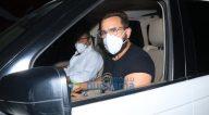 Photos: सैफ अली खान रमेश एस तौरानी के बांद्रा स्थित ऑफिस में नजर आए