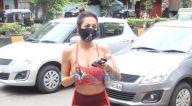 Photos: मलाइका अरोड़ा बांद्रा में दिवा योग के बाहर नजर आईं
